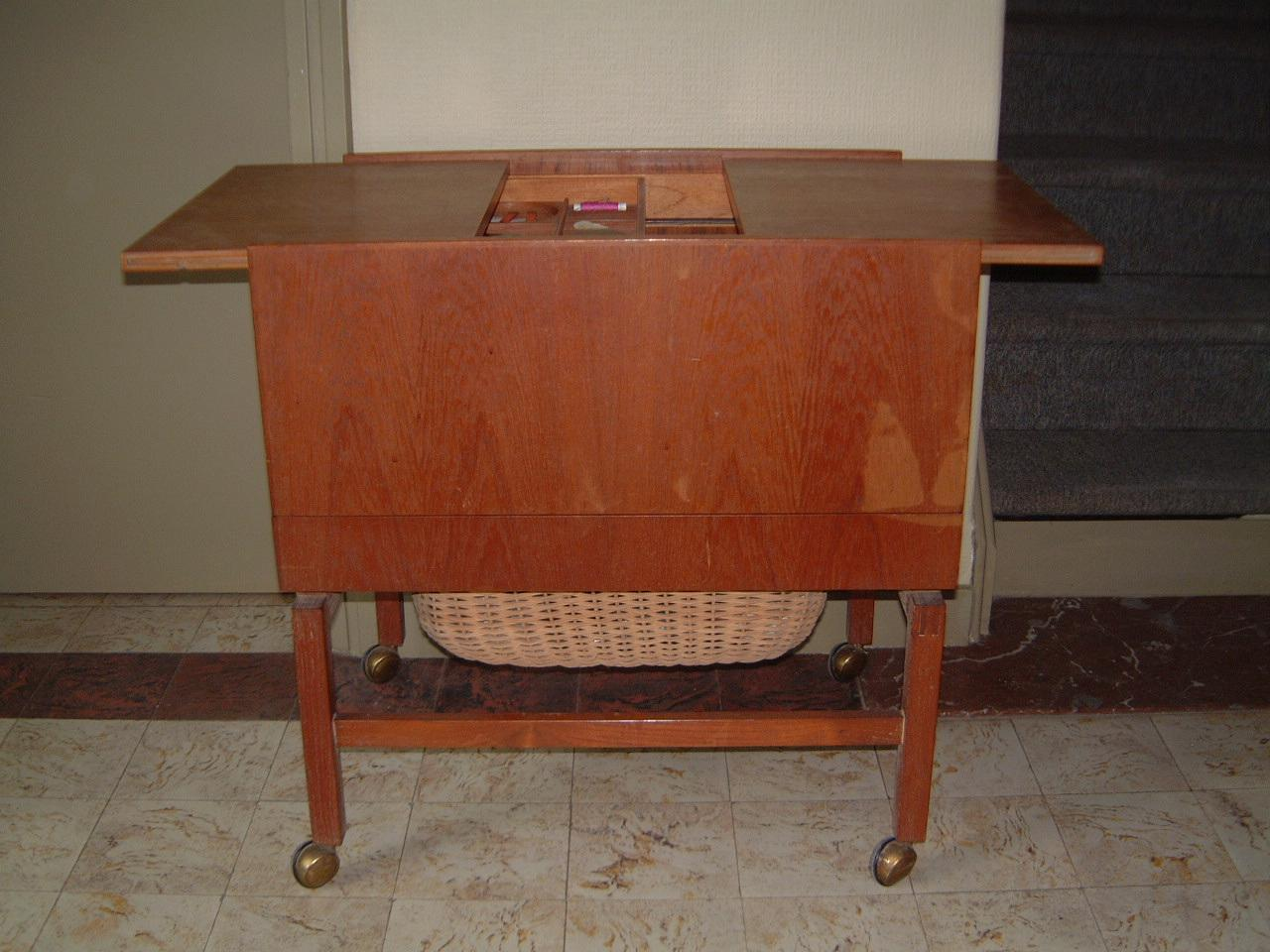 Sewing cabinet in teak.